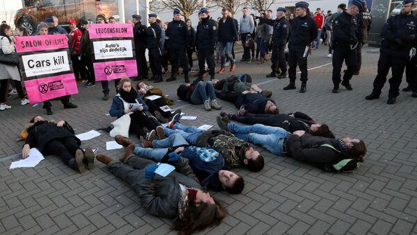 Demonstrators lie in a street during a protest of the climate action group Extinction Rebellion - Sputnik International