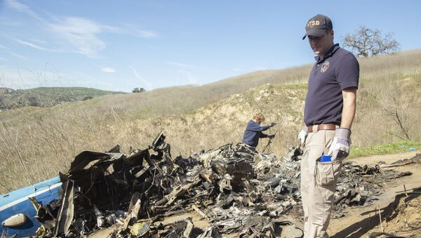 CALABASAS, California (Jan. 28, 2020) — In this photo taken Jan. 27, NTSB investigators Adam Huray and Carol Hogan examine wreckage as part of the NTSB's investigation of the crash of a Sikorsky S76B helicopter near Calabasas, California, Jan. 26. The eight passengers and pilot aboard the helicopter were fatally injured and the helicopter was destroyed. (NTSB photo by James Anderson) - Sputnik International