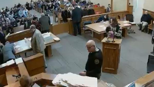 US Man Lights Up Marijuana Cigarette While in Court For Pot Charge - Sputnik International