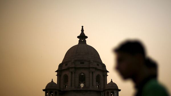 FILE PHOTO: A commuter walks past the building of India's Ministry of Finance during dusk in New Delhi, India, May 18, 2015.  - Sputnik International