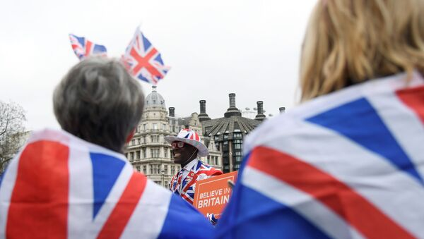 A pro-Brexit supporter holds a placard at Parliament Square on Brexit day - Sputnik International