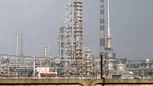 Oil refinery and the Druzhba oil pipeline - Sputnik International