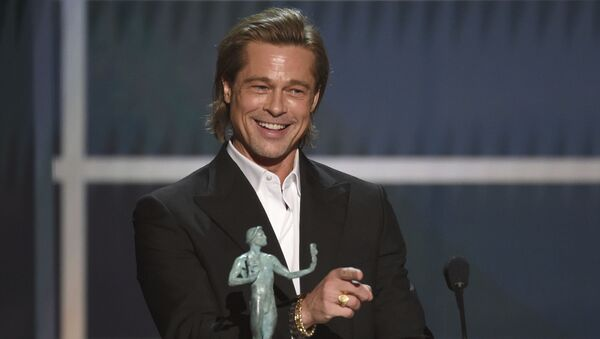 Brad Pitt accepts the award for outstanding performance by a male actor in a supporting role for Once Upon a Time in Hollywood  - Sputnik International