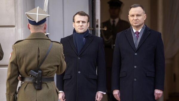 Polish President Andrzej Duda welcomes French President Emmanuel Macron - Sputnik International