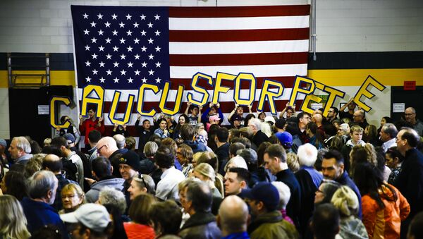 Attendees hold letters that read CAUCUS FOR PETE before Democratic presidential candidate former South Bend, Ind., Mayor Pete Buttigieg arrives to speak during campaign event at Northwest Junior High, Sunday, Feb. 2, 2020, in Coralville, Iowa. - Sputnik International