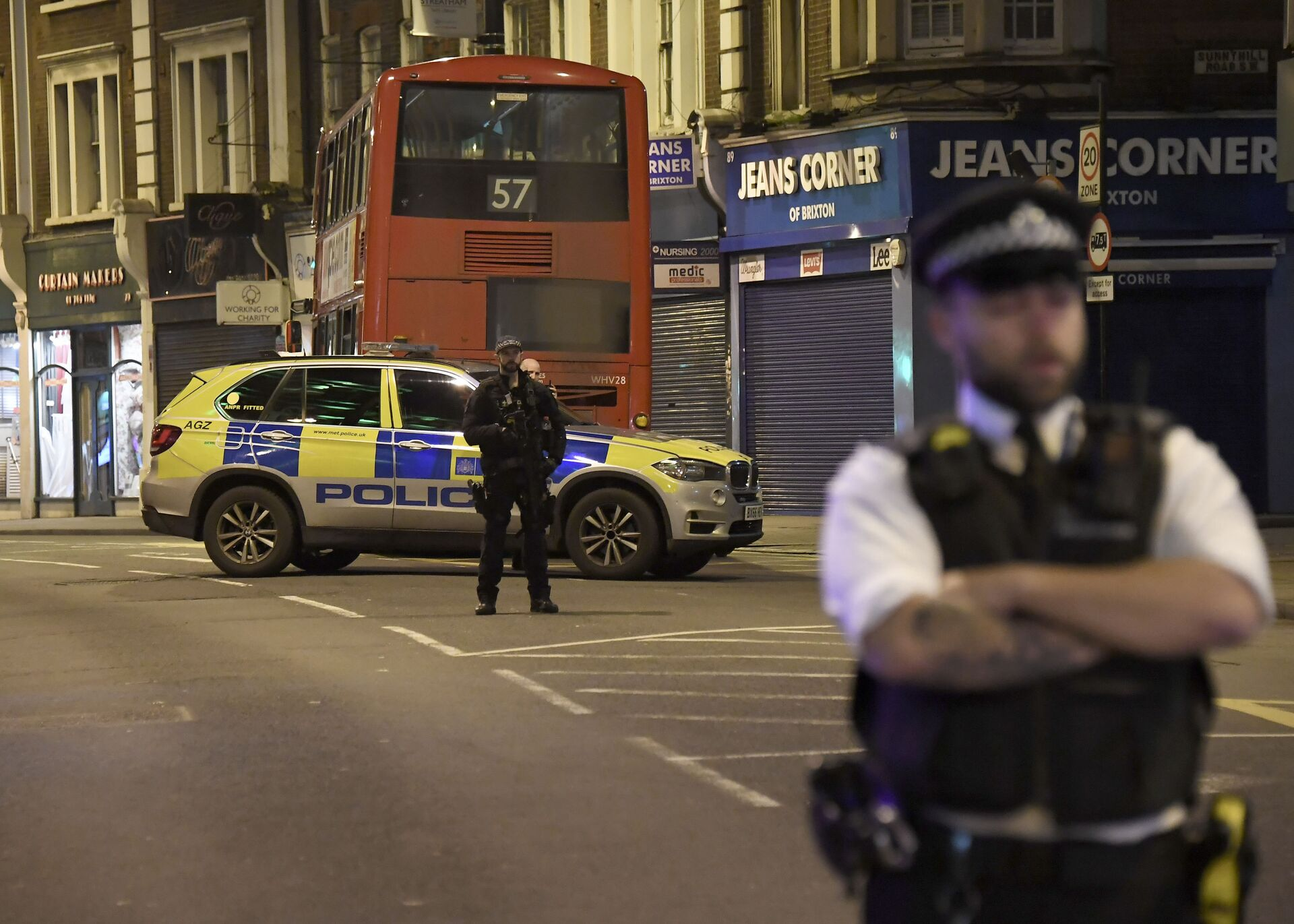 A police officer stands guard near the scene after a stabbing incident in Streatham London, England, Sunday, Feb. 2, 2020 - Sputnik International, 1920, 07.09.2021