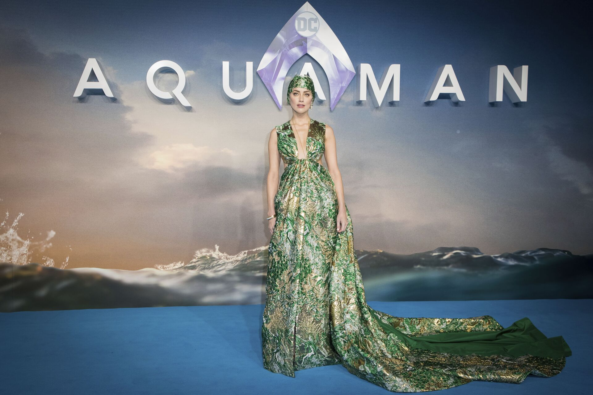 Actress Amber Heard poses for photographers upon arrival at the world premiere of the film 'Aquaman', in London, Monday, Nov. 26, 2018 - Sputnik International, 1920, 07.09.2021