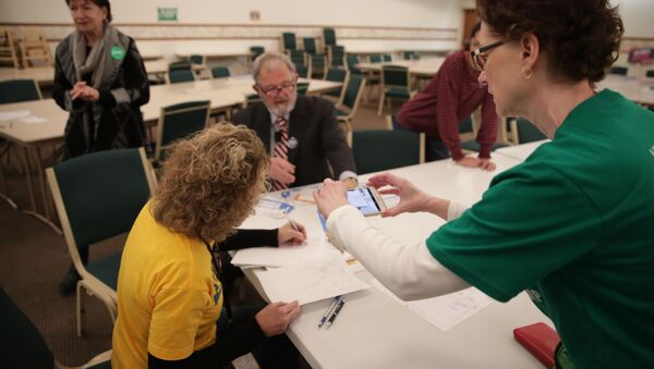 A precinct worker documents the process with her phone as Iowa Caucus precinct workers count  paper ballots after a Democratic presidential caucus at West Des Moines Christian Church in West Des Moines, Iowa, U.S., February 3, 2020 - Sputnik International