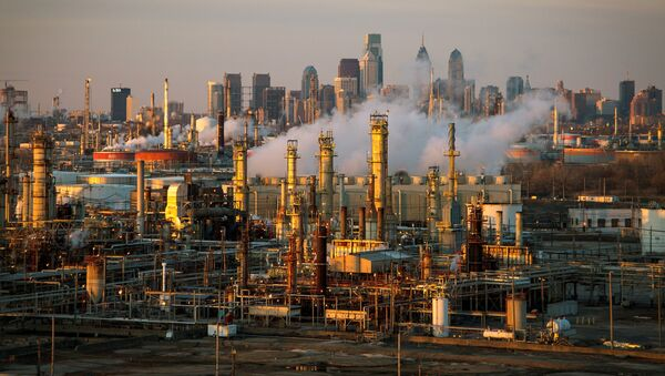The Philadelphia Energy Solutions oil refinery is seen at sunset in front of the Philadelphia skyline March 24, 2014. Picture taken March 24, 2014 - Sputnik International