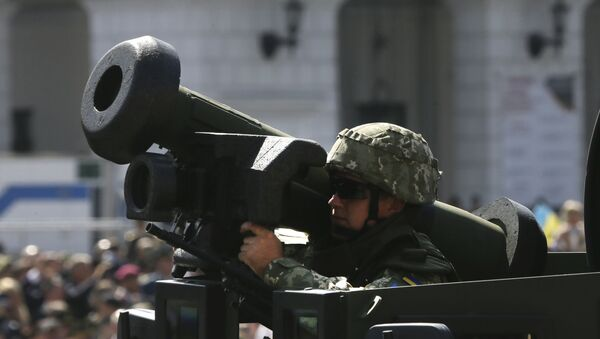 Ukrainian soldier armed US Javelin ride along Khreshchatyk Street - Sputnik International