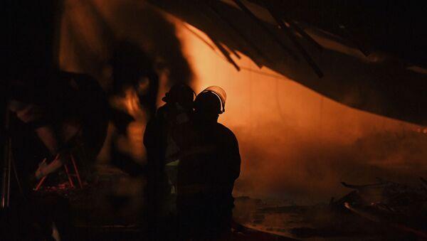 Firefighters Work in Ecru, Mississipi - Sputnik International