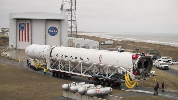 A Northrop Grumman Antares rocket is rolled out to Pad-0A - Sputnik International