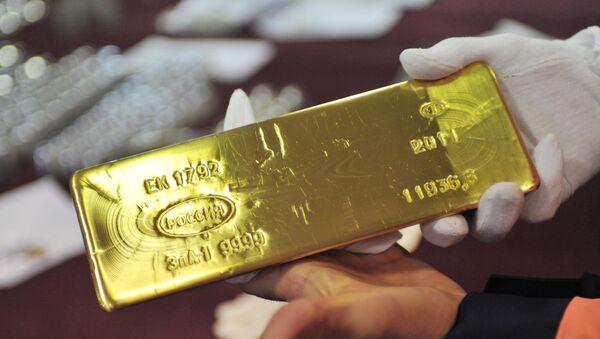 A gold ingot made at the Yekaterinburg Non-Ferrous Metals Processing Plant. - Sputnik International