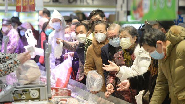 Customers wearing face masks shop inside a supermarket following an outbreak of the novel coronavirus in Wuhan - Sputnik International