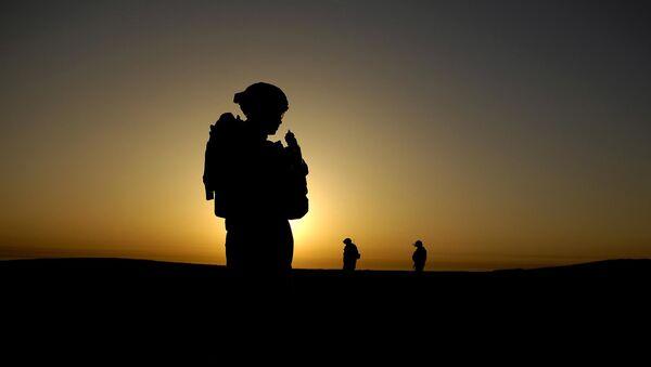 U.S. Army Soldier silhouette on mission in Iraq - Sputnik International