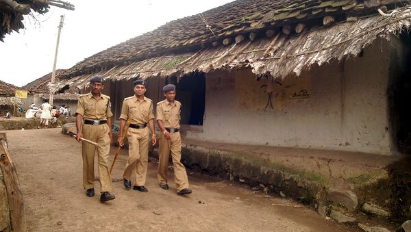 Police personnel patrol the village  in the central Indian state of Madhya Pradesh (File) - Sputnik International