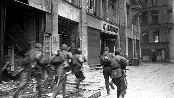 Red Army storms city - Sputnik International
