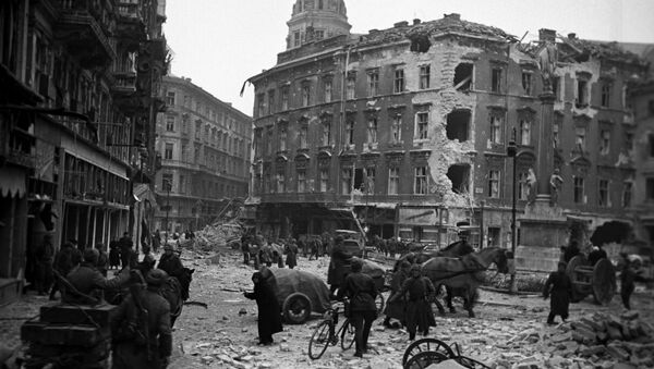 The Great Patriotic War, 1941-1945. On the streets of Budapest after liberation from the Nazis occupation, February 1945 - Sputnik International
