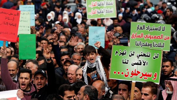People shout slogans during a protest against U.S. President Donald Trump's proposed Middle East peace plan, and a government's agreement to import natural gas from Israel, in Amman, Jordan, February 14, 2020 - Sputnik International