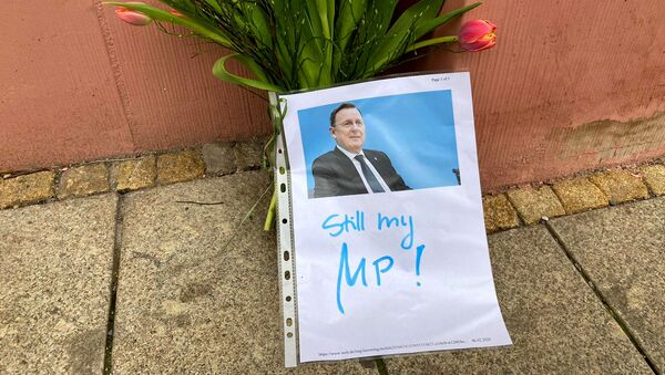 Flowers and a picture with the words still my MP! of former State Premier of Thuringia sit outside the state chancellery in Erfurt, Germany, 6 February 2020. - Sputnik International