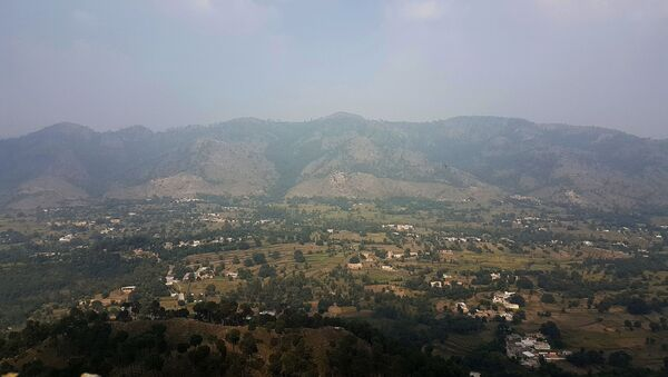 This photograph taken from a Pakistani army post shows a general view of Bandla Valley in district Bhimber near the Line of Control (LoC) in Pakistan-administered Kashmir during a media trip organised by the Pakistani army on October 1, 2016.  - Sputnik International