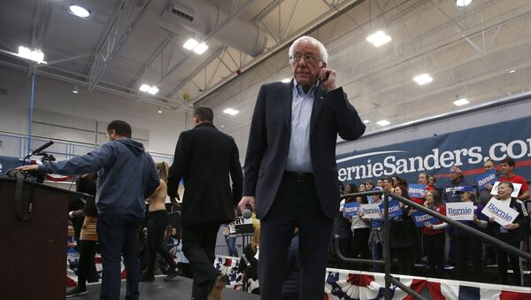 Democratic presidential candidate Sen. Bernie Sanders I-Vt., waits as campaign workers remove protestors from the stage during his campaign event in Carson City - Sputnik International