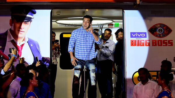 Indian Bollywood actor and host of reality television program Bigg Boss season 13 Salman Khan (C) arrives to attend a the show's press conference at Metro Corporation Yard in Mumbai on September 23, 2019. Bigg Boss 13 is scheduled to premiere on September 29.  - Sputnik International