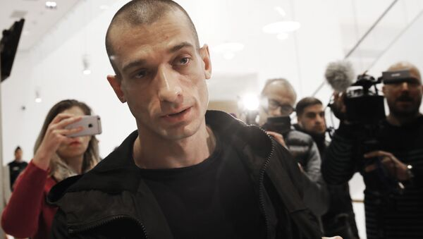 Russian performance artist Pyotr Pavlensky arrives at the Paris courthouse, Thursday, Jan. 10, 2019. - Sputnik International
