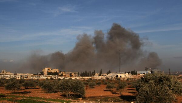 Smoke plumes rising following a reported air strike near a Turkish military observation point between the northwestern Syrian city of Idlib and the neighbouring town of Qaminas - Sputnik International