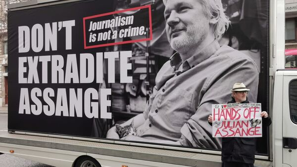 Protesters gather outside Australia House in London on Saturday for a rally in support of WikiLeaks founder Julian Assange ahead of extradition hearings. - Sputnik International