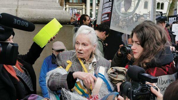 Vivienne Westwood attends a rally in support of Assange in London on 22 Feb 2020 - Sputnik International