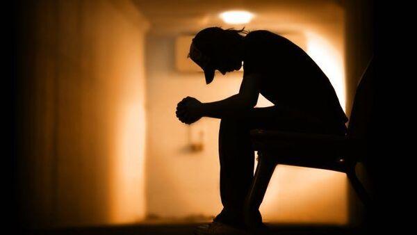 A silhouette of a boy sitting at a rehab centre - Sputnik International