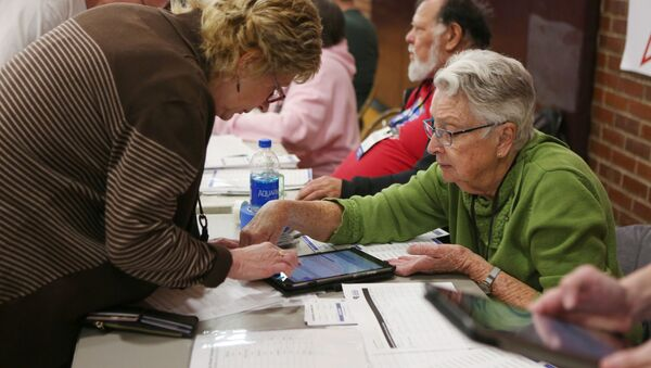 Volunteers register caucusers at a caucus site at Sparks High School for the Nevada Democratic presidential caucuses in Reno, Nevada, U.S. February 22, 2020.   - Sputnik International