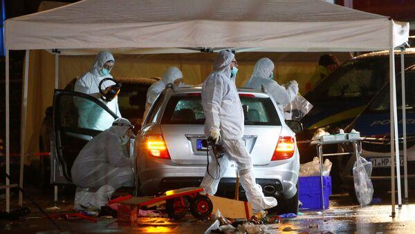 Policeforensic officerswork at the scene after a car ploughed into a carnival parade injuring several people in Volkmarsen, Germany February 24, 2020. - Sputnik International