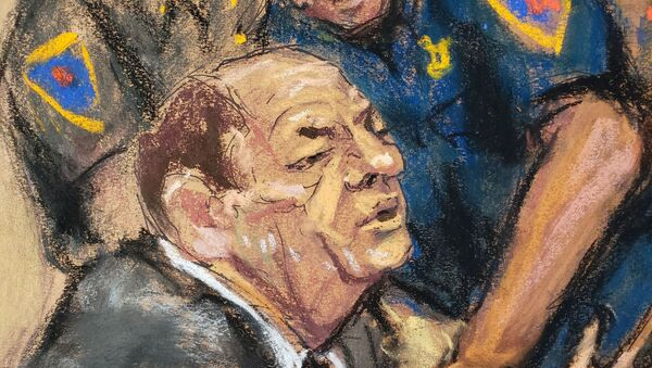 Film producer Harvey Weinstein is handcuffed after his guilty verdict in his sexual assault trial in the Manhattan borough of New York City, New York, U.S., February 24, 2020 in this courtroom sketch.  REUTERS/Jane Rosenberg - Sputnik International