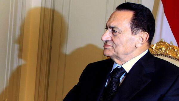 Egypt's President Hosni Mubarak attends a meeting with Qatar's Prime Minister Sheikh Hamad bin Jassim bin Jaber al-Thani at the presidential palace in Cairo December 11, 2010 - Sputnik International