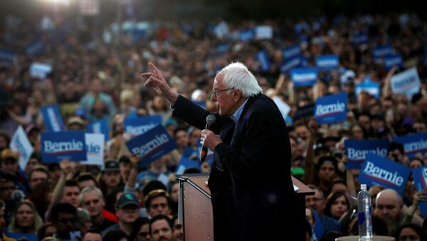 Democratic U.S. presidential candidate Senator Bernie Sanders speaks an outdoor campaign rally in Austin - Sputnik International