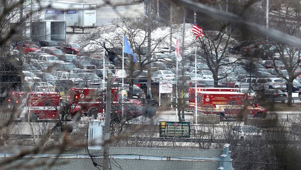 Emergency vehicles are parked near the entrance to Molson Coors headquarters in Milwaukee, Wisconsin, February 26, 2020.  Rick Wood/Milwaukee Journal Sentinel/USA TODAY NETWORK via REUTERS - Sputnik International