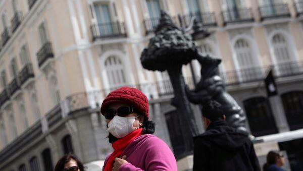 A tourist wears a protective mask outside Puerta del Sol square amid the novel coronavirus outbreak in Madrid, Spain, February 27, 2020 - Sputnik International