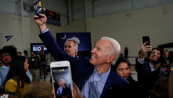 Democratic U.S. presidential candidate and former U.S. Vice President Joe Biden takes a selfie with people at the end of a campaign event in Sumter, South Carolina, U.S., February 28, 2020 - Sputnik International