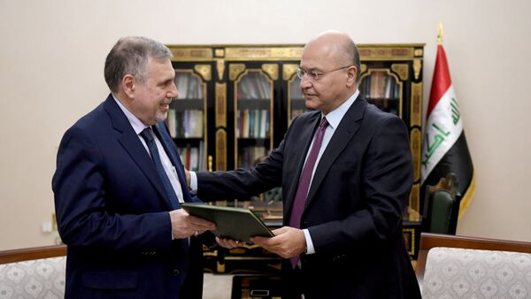 Iraq's President Barham Salih instructs newly appointed Prime Minister Mohammed Tawfiq Allawi, in Baghdad, Iraq February 1, 2020. - Sputnik International