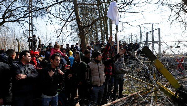 Migrants wait at the Turkey's Pazarkule border crossing with Greece's Kastanies, near Edirne, Turkey, March 1, 2020. REUTERS/Osman Sadi Temizel NO RESALES. NO ARCHIVES - Sputnik International