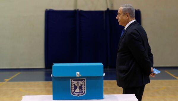 Israeli Prime Minister Benjamin Netanyahu votes during Israeli parliamentary elections, at a polling station in Jerusalem, March 2, 2020 - Sputnik International