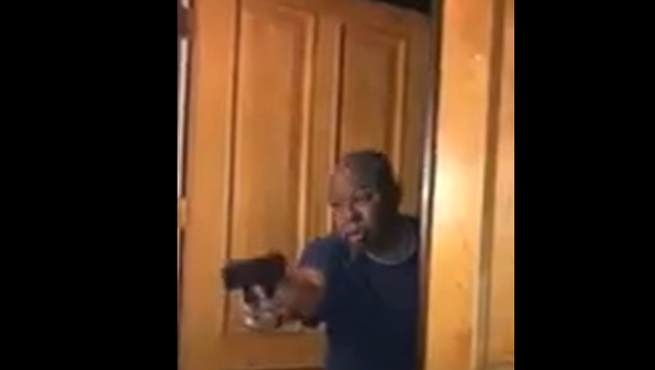 Los Angeles DA's Husband Pulls Gun on BLM Protesters - Sputnik International