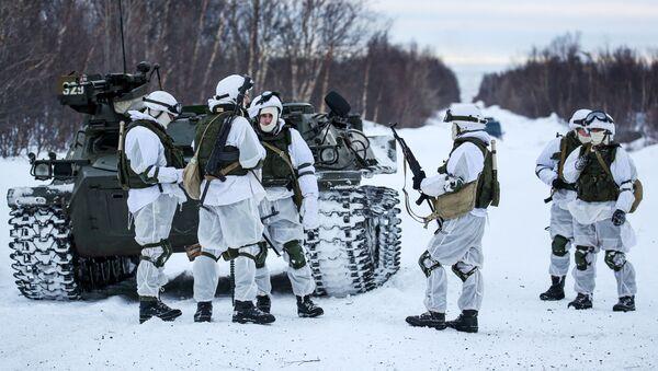Servicemen of Separate Motorized Infantry Brigade of Russia's Nothern Fleet - Sputnik International