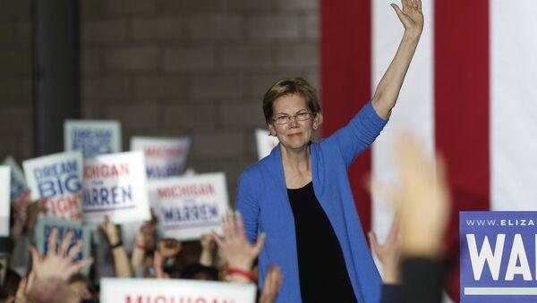 Democratic U.S. presidential candidate Senator Elizabeth Warren waves to supporters at her Super Tuesday night rally in Detroit, Michigan, U.S., March 3, 2020 - Sputnik International