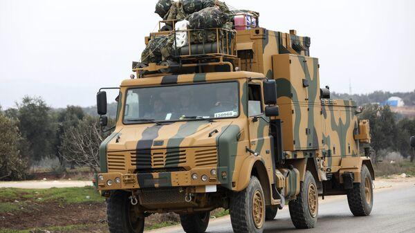 A Turkish military convoy in the east of Idlib, Syria - Sputnik International