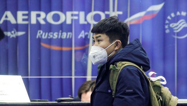 A passenger near the booking office of Russia's flagship airline Aeroflot at Sheremetyevo International Airport, Moscow - Sputnik International