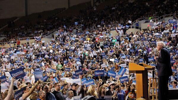 U.S. Democratic presidential candidate Bernie Sanders speaks at a rally in Phoenix, Arizona, U.S.,March 5, 2020 - Sputnik International