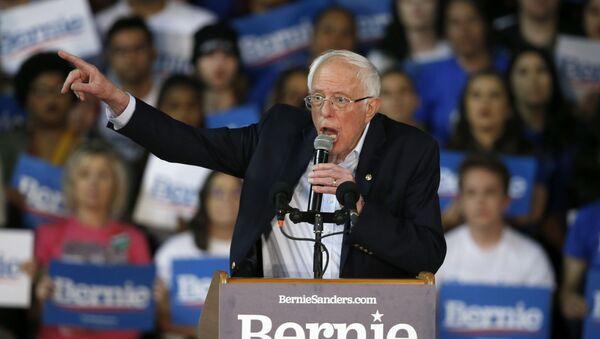 Democratic presidential candidate Sen. Bernie Sanders, I-Vt., speaks at a campaign rally Thursday, March 5, 2020, in Phoenix. (AP Photo/Ross D. Franklin) - Sputnik International